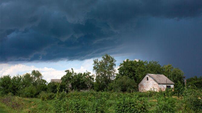 Uwaga na burze z gradem. Obowiązują ostrzeżenia IMGW - nawet drugiego stopnia